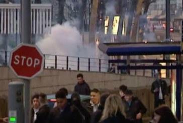 Във Франция е страшно! Ожесточени сблъсъци на протестиращи с полицаи