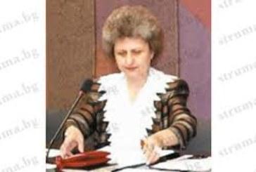 Уволнена дисциплинарно от кмета Ат. Камбитов не се отказва, кандидатсва за работа в община Дупница