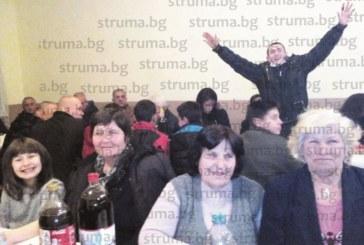 С курбан от 100-кг овен белополската сурвакарска група почерпи цяло село