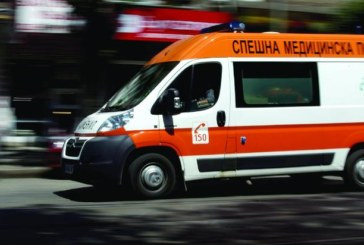 Извънредно! Автобус се обърна край Драгичево, летят две линейки