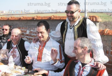 Екскметът Вельо Илиев заряза ритуално лозето на кооперативния шеф Г. Ичконов, над 100 гости се веселиха до тъмно