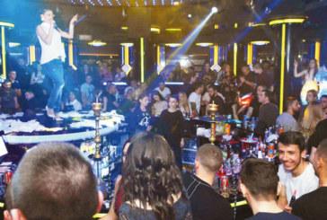 """Емануела забавлява стотици фенове в клуб """"The Face"""", Емилия излиза на сцената днес"""