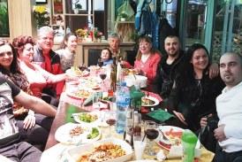 Майката на синдикалния лидер Д. Марчев събра фамилията си на рожден ден и даде прошка на всички