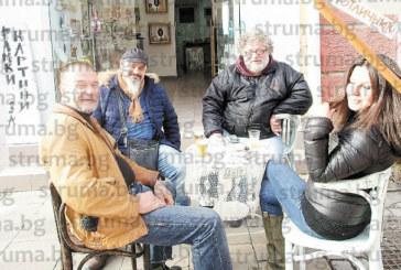 Художници седнаха на раздумка и чаша бира в Благоевград