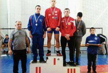 Петрички тийнейджър най-резултатен на международен турнир по борба