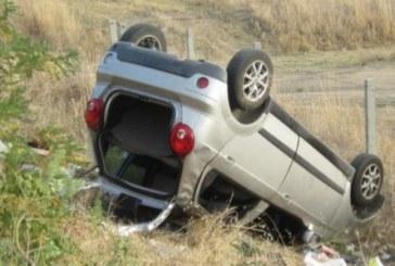 Трагедия на пътя! Жена се преобърна с кола, загина майка й