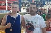 Треньорът на Тервел Пулев застана в ъгъла на петрички боксьор, тика го към финала