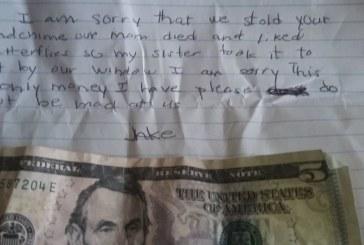 5-годишно момче трогна социалните мрежи с бележка до непозната жена