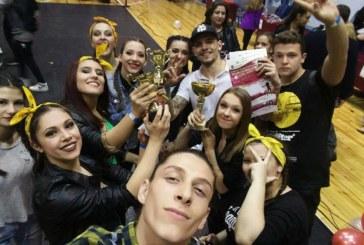 """Хореографи и танцьори от ЮЗУ """"Неофит Рилски"""" със златни отличия от национален фестивал"""