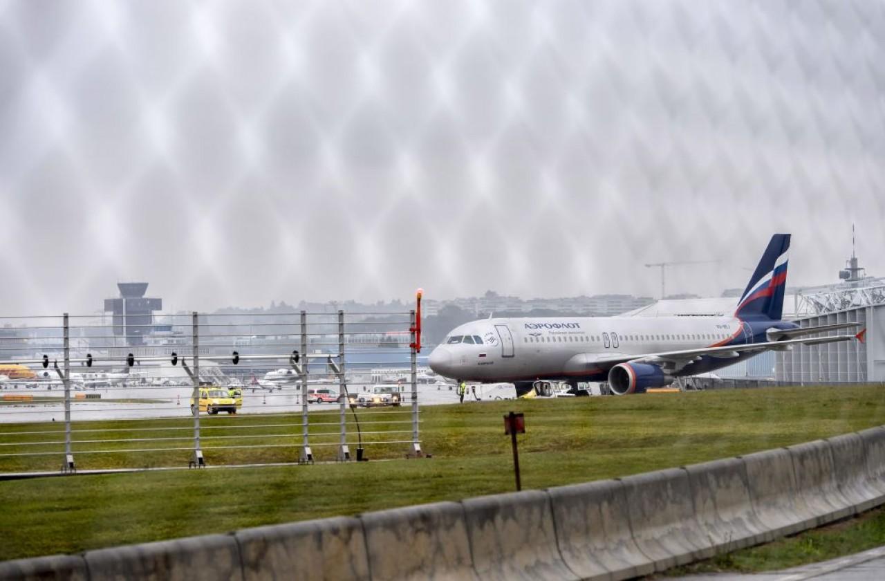 Извънредна ситуация! Пътнически самолет кацна аварийно