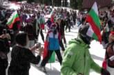 Стотици скиори с носии се спуснаха с националния флаг от връх Снежанка