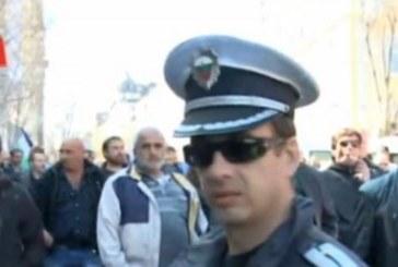 Извънредно! Масов бой в центъра на София, земеделци щурмуват министерство