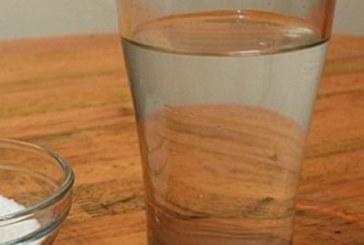 Как да уловите отрицателните енергии у дома чрез използване само на чаша вода?