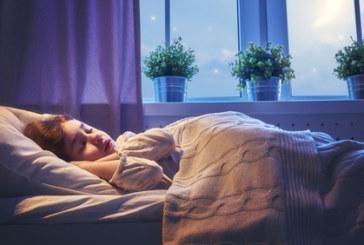 Защо децата трябва да спят винаги на тъмно