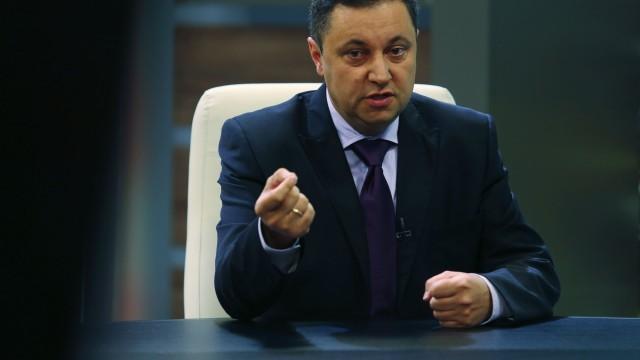 Яне Янев: Енергийната мафия ми запорира голяма част от заплатата