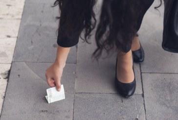 Млада жена откри банкнота на земята и си я взе, но след това й се случи нещо напълно неочаквано