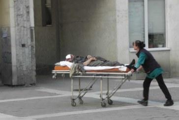 Каруца прегази мъж, колелата преминали през лицето му