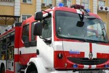 Пожарен автомобил се обърна на пътя, трима ранени