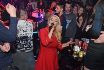 """Фолкдивата Деси Слава омая с хитове гостите в """"The Face"""", Галин се включва днес в купона"""