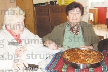 Учителките от Дебрен нагостиха колегите с пица и сладки