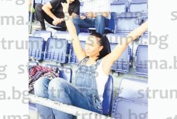 """Общинската съветничка Злата Сотирова празнува 8-ми март с футболния мач """"Барса""""-ПСЖ, смени профилната си снимка в чест на историческата победа"""