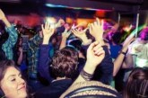 Шок в столични дискотеки! Тийнейджъри вкарват ножове и палки под носа на охраната, пияни девойки се млатят до кръв за мъжко внимание