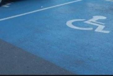 ПОРЕДНО БЕЗОБРАЗИЕ! Кмет от Петричко паркира на място за инвалиди, Д. Бръчков му наложи глоба