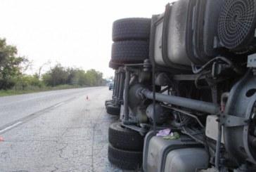 Аварирал ТИР блокира пътя София-Кюстендил