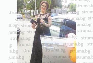 Бивша ученичка на НХГ – Благоевград търси на кого да подари абитуриентската си рокля