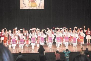 С два автобуса и десетина коли родители и приятели от Благоевград акостираха в София, за да подкрепят на живо първото участие на детски танцов ансамбъл на мащабен концерт