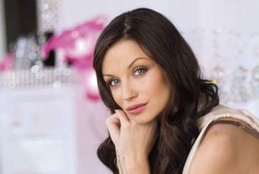 Диляна Попова хвърля разголените дрехи, ще става…