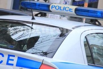 Полицаи тарашиха магазин в Петрич, спипаха нелегална стока