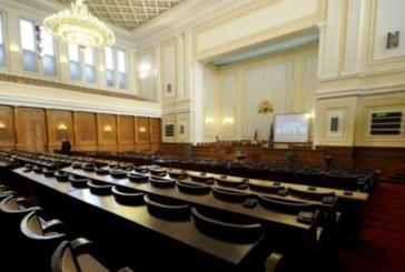 Новоизбраните депутатите си гласуваха 2 месеца ваканция