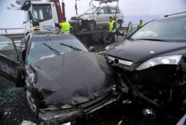 Адски челен удар на Подбалканския път! Има много пострадали, един от тях 5-г. дете