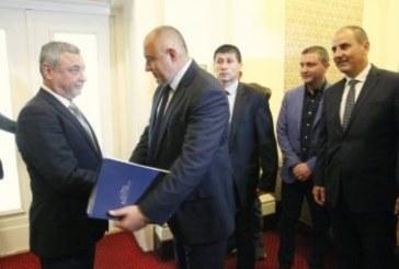 Борисов привика патриотите в стаята на ГЕРБ, ето какво се случва