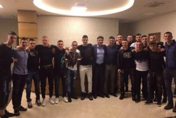 Двама неврокопски футболисти вечеряха с президента на БФС и си тръгнаха с премии в плик