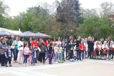 """Десетки деца се включиха във веселата инициатива """"Лов на Великденски яйца"""" в Благоевград"""