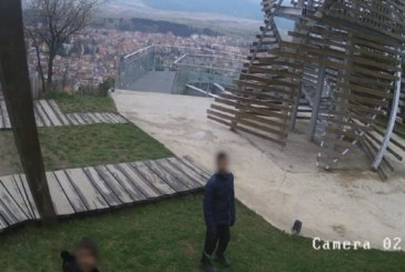 Вандали вилняха в градския парк над Разлог, изпочупиха го