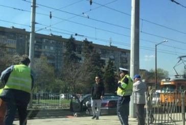 """""""Мерцедес"""" блокира трамваите"""