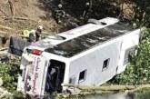 Жестока драма! Автобус падна в река от 500 метра, загиналите са много
