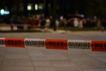 Млад мъж вилня в Банско, пали некролози, чупи всичко наред