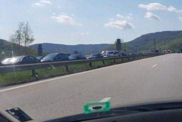 """Кошмарът в тунела """"Витиня"""": Тежка верижна катастрофа, закъсал автобус и километрични задръствания (СНИМКИ)!"""