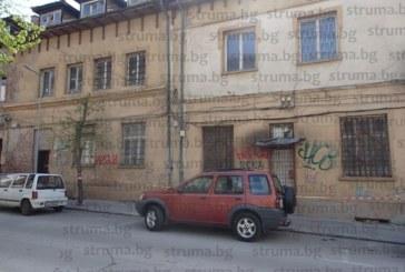 """Строят нова сграда с подземен паркинг на мястото на опасната съборетина зад мол """"Ларго"""" в Благоевград"""