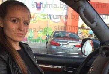 Майка на 9-м. бебе, Р. Дацова от Благоевград: Смрад на гюбре от кошарата и боклуци от съседния двор тровят въздуха в квартала, не можем да отворим прозорците, страх ни е да не тръгне зараза (СНИМКИ)