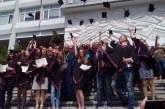 За първи път 151 абсолвенти на ЮЗУ се дипломираха с тържествен обет ! Петричанка кинезитерапевт – отличник на випуска, сръбкиня обяви: Търся си мъж от Благоевград, за да остана тук