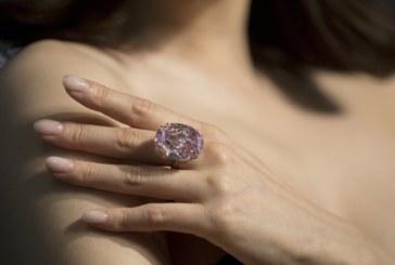 "Продадоха диаманта ""Розова звезда"" за 71,2 милиона долара"