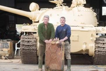 Мъж си купи танк, откри в резервоара злато за 2 милиона паунда