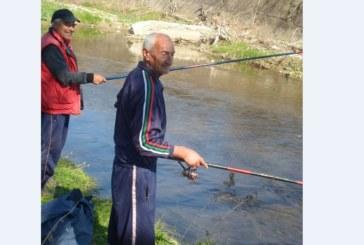 """Кметски наместник и братовчед на Ив. Костов 30 г. се конкурира с бивш часовникар за приза """"Най-добър риболовец"""""""