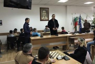 Кметът Кирил Котев и новоизбраният народен представител Александър Манолев откриха турнир по шах в Сандански