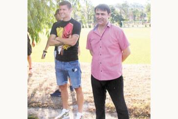 След отпадането за купата шефът на орлетата В. Попов се утешава с полуфинала на сина си Страхил